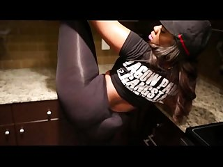 Ebony in leggings twerking