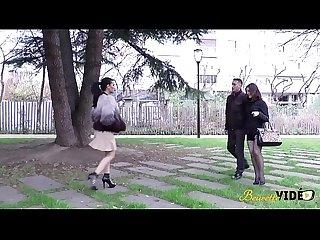 Julie et siham deux cochonnes se rencontrent pour une baise sauvage
