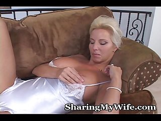 Wifey thinks of ex boyfiend while masturbating