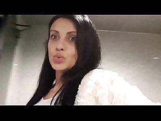 En attendant la seance, cette nympho va se faire baiser dans les toilettes - kamasoul