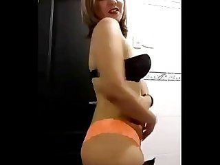 Se desnuda para mi