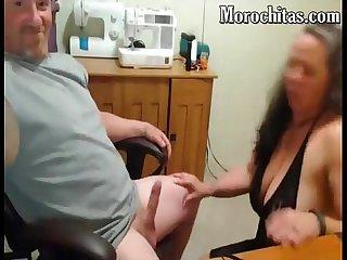 Mi mujer le gusta mamar mi verga