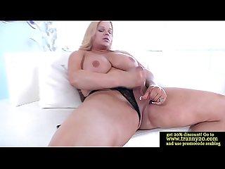 Bigtit tranny dildofucking her asshole