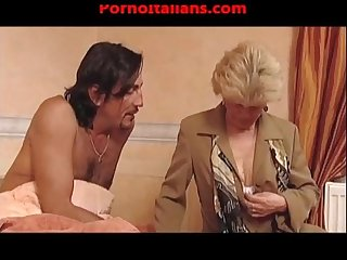 Vecchia nonna troia scopa ragazzo dal cazzo enorme granny slut fuck big cock