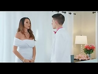 Ariella ferrera is A Milf with big tits lpar full in mega http colon sol sol destyy period com sol w