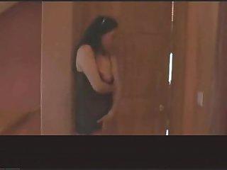 Mae vendo as duas filhas fazendo sexo