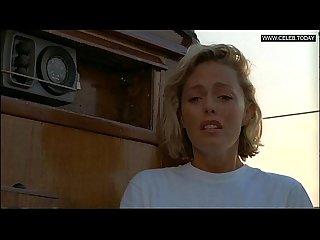 Elizabeth hurley toples Voyeurism der skipper lpar 1999 rpar