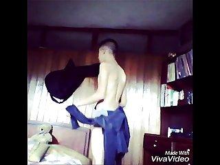 Delicioso baile de este Chico de 17 aos gay Casero parte 1