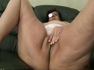 Granny panty stuffing and dildo play hetty
