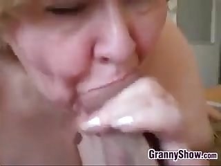 Amateur granny gives a great blowjob