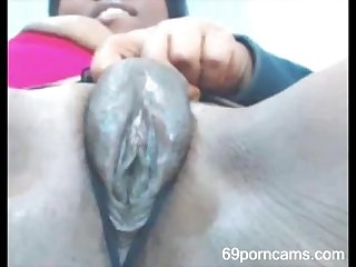 Ebony girl rubs her fat pussy and squirts more at 69porncams com