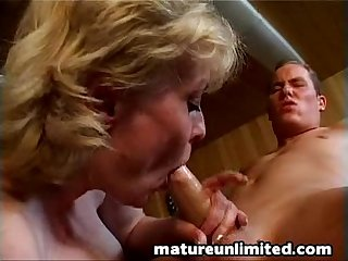 Moms is sucking a big dick