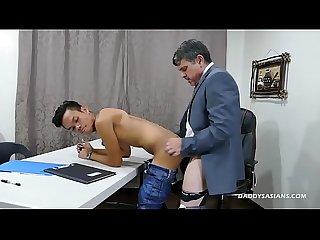 Daddy bareback fucks asian boy jordan