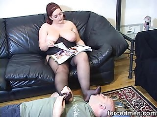Chubby mistress pantyhosed feet is licked and worshipped