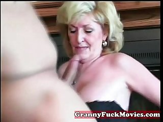 Experienced granny sucking Amateur penis