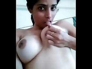 Hot nd sexy figure Desi babe showing her bigtits in a selfie