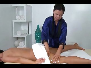 Hot masseuse loves eating pussy
