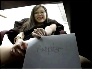 Asian girl masturbates in the office chat with her asiancamgirls mooo com
