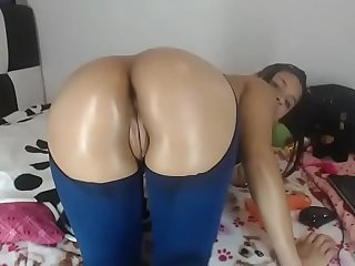 Black slut lived show big round ass