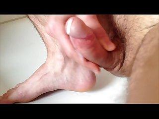 Barefoot amateur jerking cumshot
