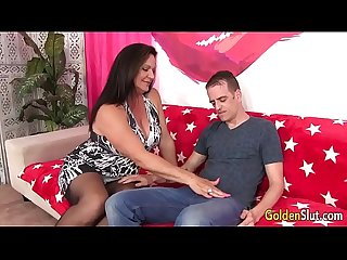 Mature woman Leylani Wood has good sex