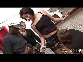 Laula se fait dfoncer par quatre chibres