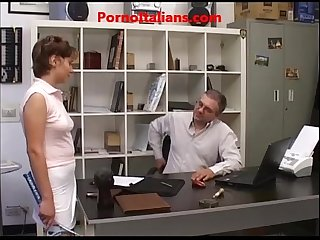 Giovane prostituta fa pompino A vecchio Young prostitute does Blowjob to Old