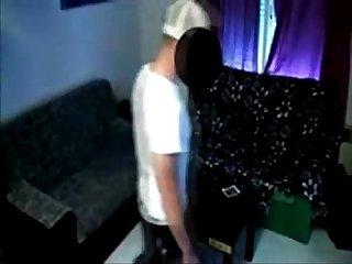 Fazendo o tecnico da tv chupar sua buceta