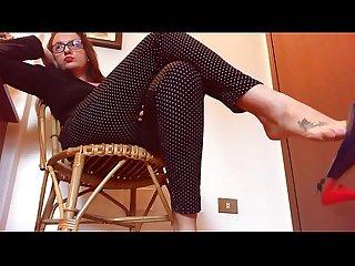Sexy dangling italiano gioco con i miei sandali dai tacchi alti