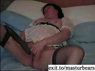 Bbw milf claire masturbating with cucumber