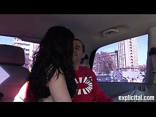 Gigi love follando en un coche por barcelona