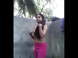 indian girl showing boobs