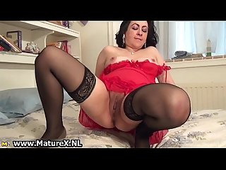Horny mature mom stretching her pink