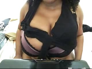 zoe huge tits webcam