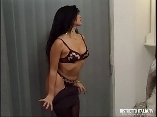 Massage and anal for a hot brunette woman (Massaggio con cazzo in culo)