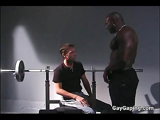 Horny white gay gets black fucked in the gym