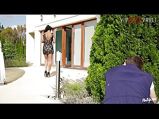 VIP SEX VAULT - Pin Up Babe Isabella Chrystin Turns Hardcore With Gardener